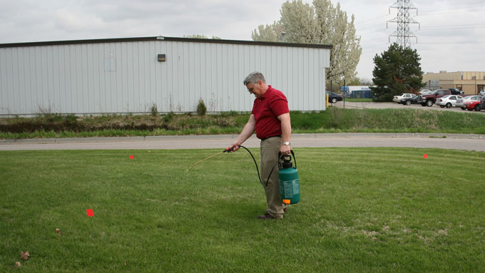 Calibrating a hand-held sprayer